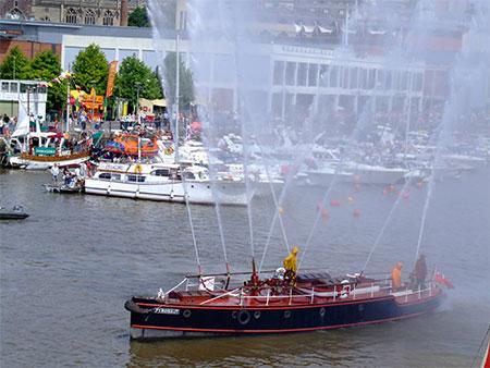 Fire-boat Pyronaut